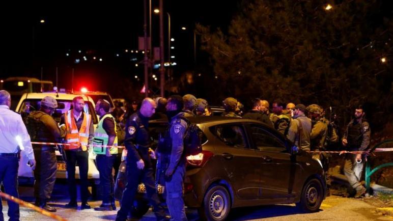 الشرطة الإسرائيلية تواصل البحث عن مطلقي النار على ستة اسرائيليين في الضفة الغربية