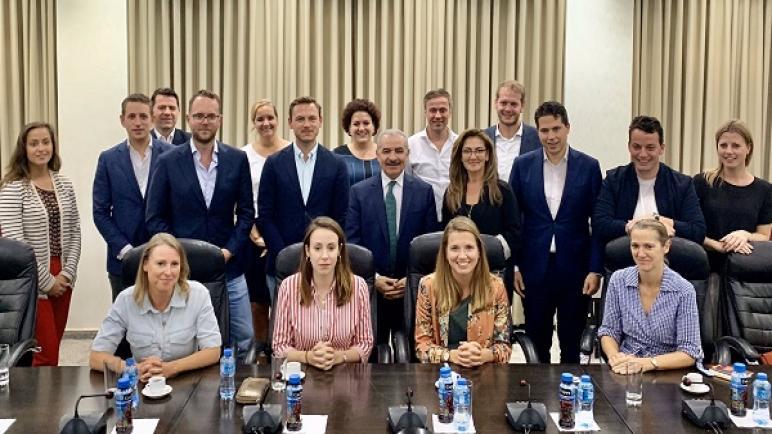 محمد شتية رئيس وزراء السلطة الفلسطينية يدعو وفد من حزب VVD الهولندي إلى مقاطعة منتجات المستوطنات