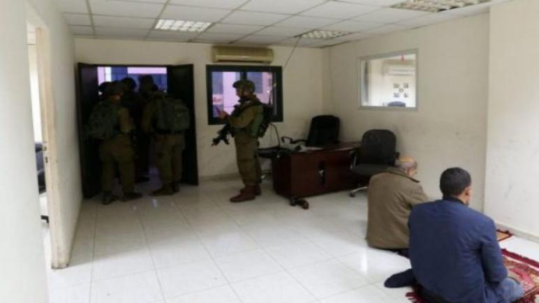 الجيش الإسرائيلي يهاجم وكالة الأنباء الفلسطينية وفا في رام الله