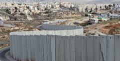 صحيفة سويدية – جدار الفصل العنصري في فلسطين يجب تدميره كما دمر جدار برلين