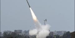وكالة France 24 الفرنسية – حماس تطلق عشرات الصواريخ و إسرائيل ترد بغارات جوية على غزة