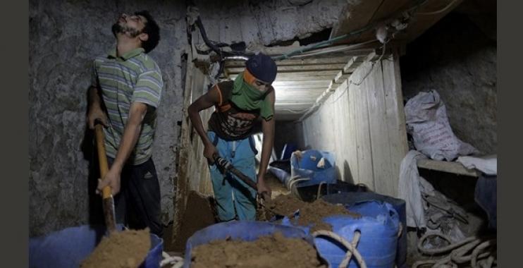 وفاة اثنان من سكان غزة باستنشاقهما الغاز السام أثناء حفرهما نفق عبر حدود مصر