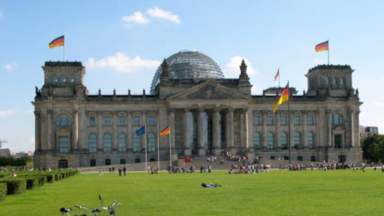 الإئتلاف الألماني الحاكم يحظر أعلام عدة منظمات من بينها حركة حماس والجبهة الشعبية لتحرير فلسطين