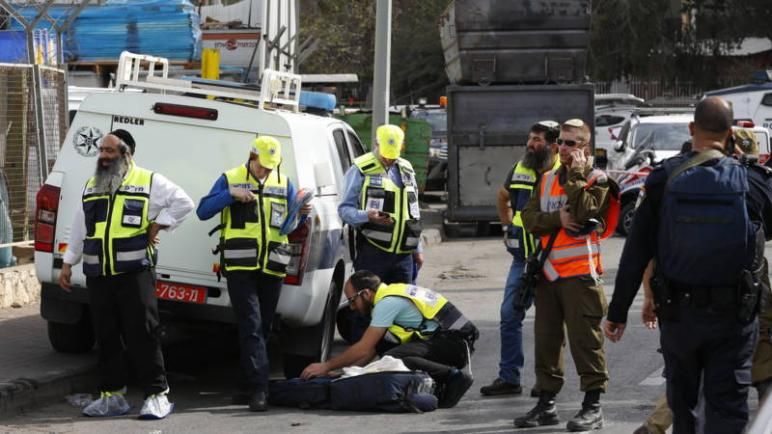 مقتل رجل وامرأة اسرائيليان متأثرين بجراحمها بعد اطلاق شاب فلسطيني النار عليهما في الضفة الغربية