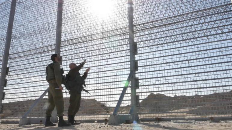 """""""الكيان الإسرائيلي"""" يعلن عن بناء سياج فولاذي عالي على طول الحدود مع قطاع غزة"""