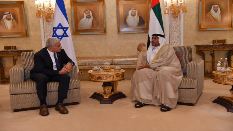 وزير خارجية الكيان الإسرائيلي يائير لبيد يزور الإمارات العربية المتحدة ويفتتح سفارة إسرائيلية